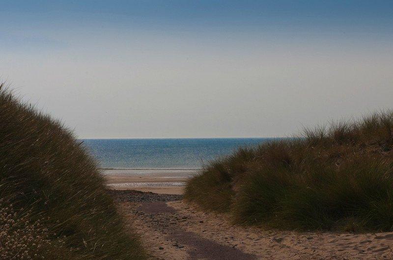 costera de La Mancha se compone principalmente de extensas playas, salvaje, de arena dorada y dunas. 10 minutos en coche.
