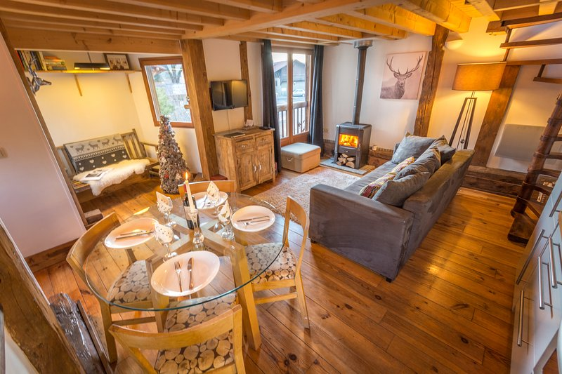 The Mazot - Samoens, 2 bedrooms, sauna, log fire, private terrace and WiFi., holiday rental in Samoens