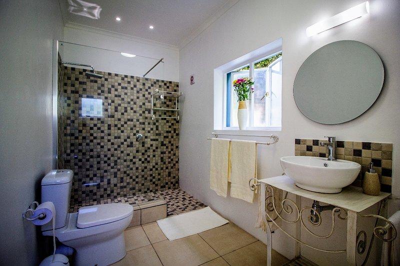 Salle de bains 1 attenante à la chambre 1