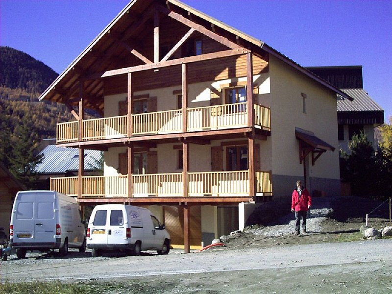 CHALET CLOS GAUTHIER - APT. 1 - 4 persone, holiday rental in La Salle les Alpes