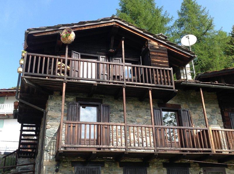 tipico rascard valdostano, location de vacances à Champdepraz