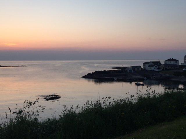 la puesta del sol del verano de Portballintrae línea de mar