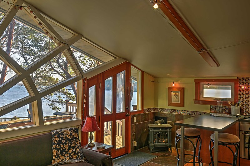 Step inside to enjoy an open, airy layout and impeccable views!