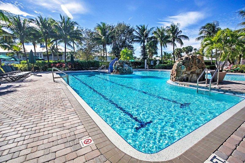 Njut om av samhället poolen under din nästa resa till Neapel!