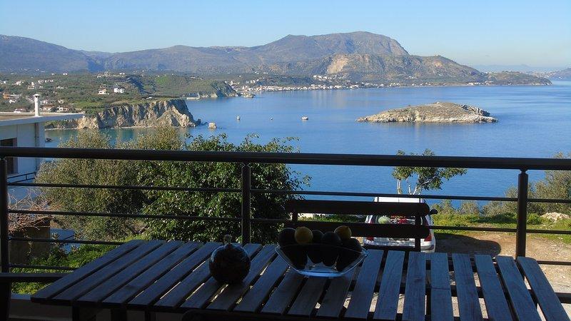 Modern Apt 170 m2  ★Walking to Tavernas & Grocery★Top sea view★4 Bedrooms, location de vacances à Almyrida