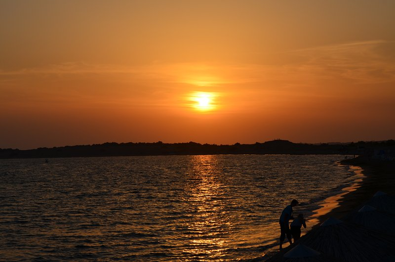 puesta de sol playa local