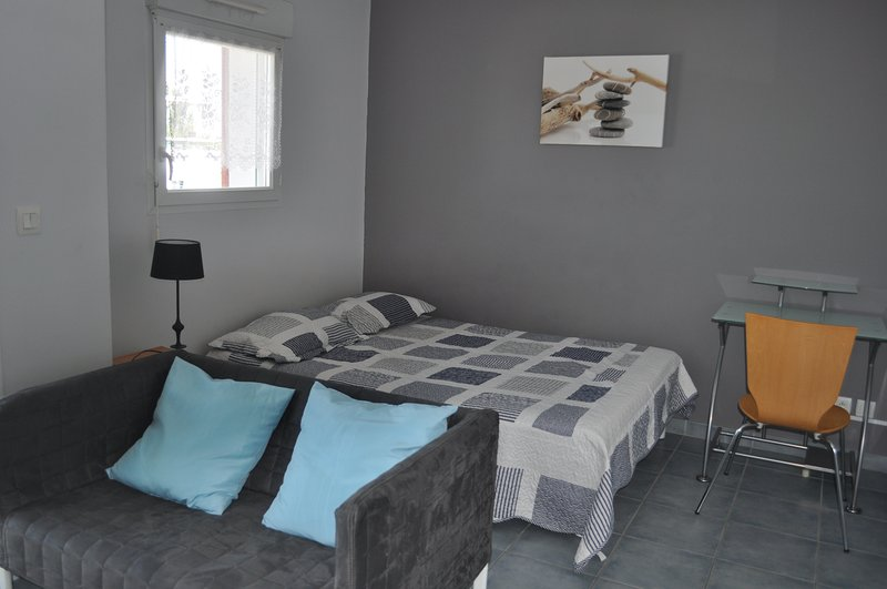 IDEALEMENT SITUÉ PORT PLAGE CENTRE, vacation rental in La Rochelle