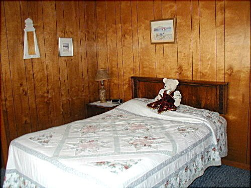 Upstairs middle bedroom, Full bed