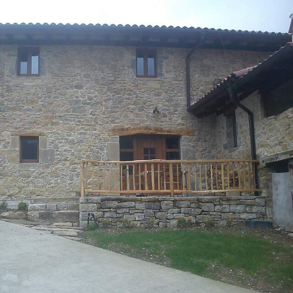 Etxegibel casa rural 14+2 plazas, holiday rental in Navarra