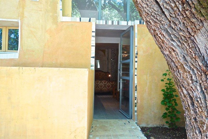 entrada, tronco de carvalho à direita
