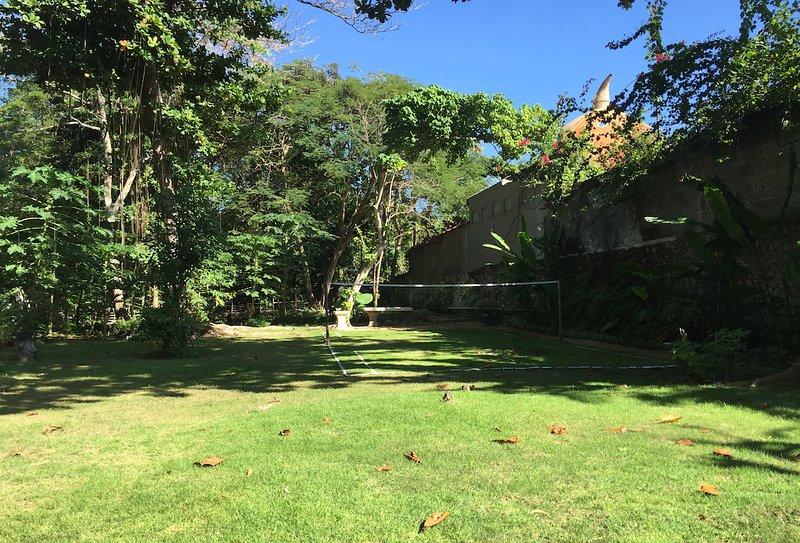 νέο ιδιωτικό πίσω κήπο και γκαζόν γήπεδο μπάντμιντον μας.