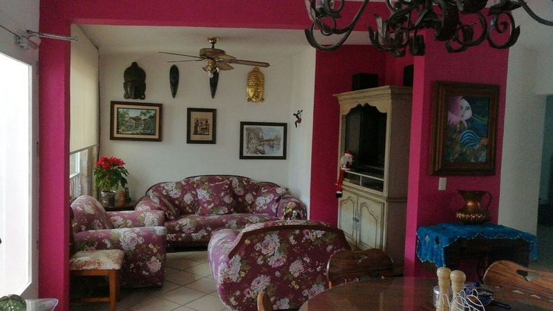 Near downtown, Entire, House Large 2bd one floor,, alquiler de vacaciones en Morelia
