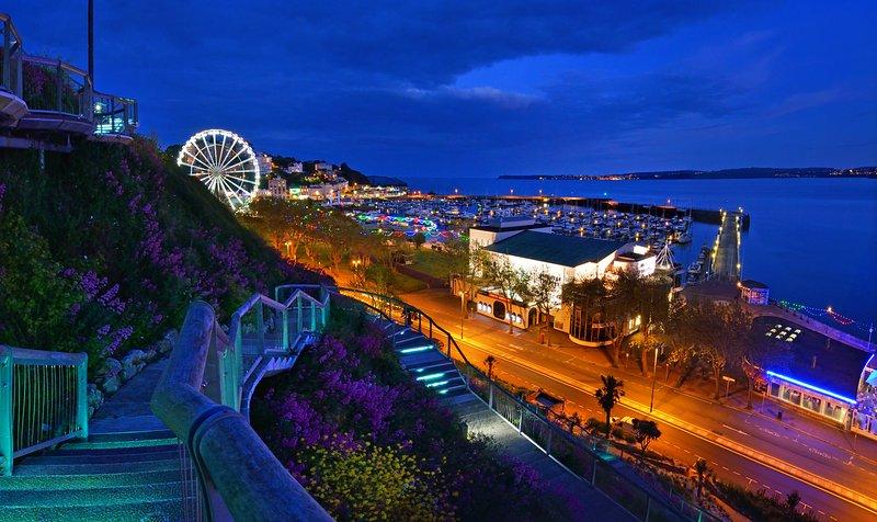 Le théâtre Princess sur le front de mer de Torquay se trouve à 10-12 minutes à pied de l'appartement.