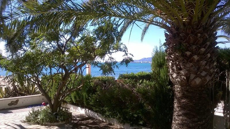 las Marinadas .. casa primero linea Mar ..  en Montroig Bahia, holiday rental in Mont-roig del Camp