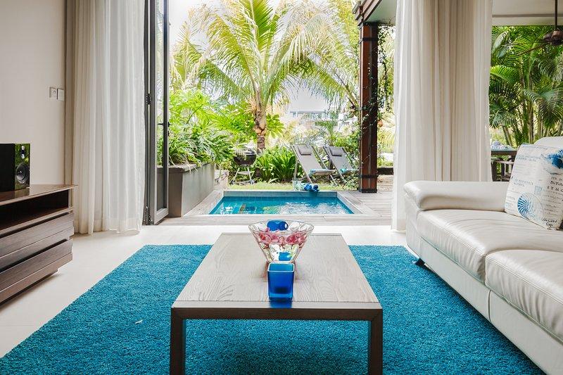 3 Bedrooms Duplex Apartment with Private Plunge Pool facing Marina, location de vacances à Riviere Noire District