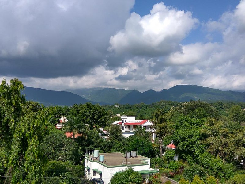 B&B with Hill View Near Pacific Mall, vacation rental in Kuthal Gaon