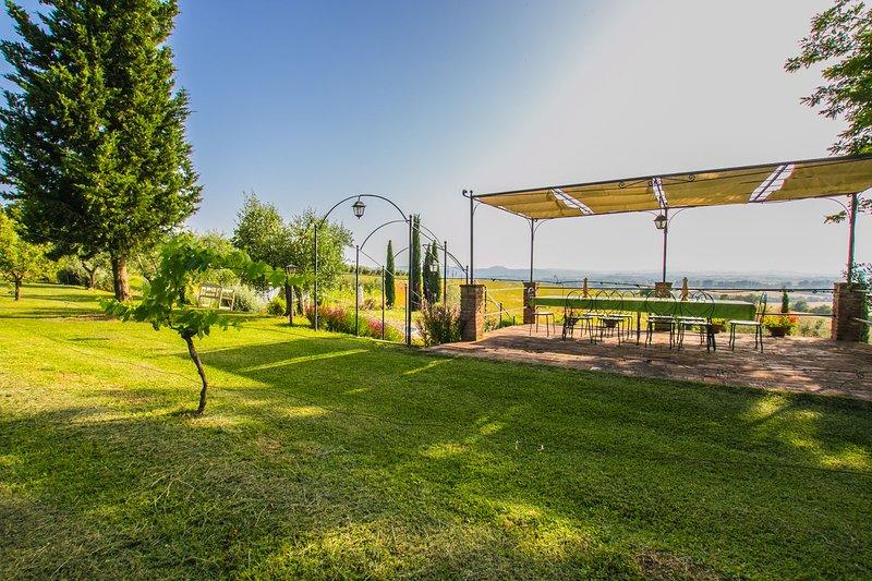 Private villa with pool near Cortona, Villa I Girasoli. Sleeps up to 16 persons!, location de vacances à Cignano