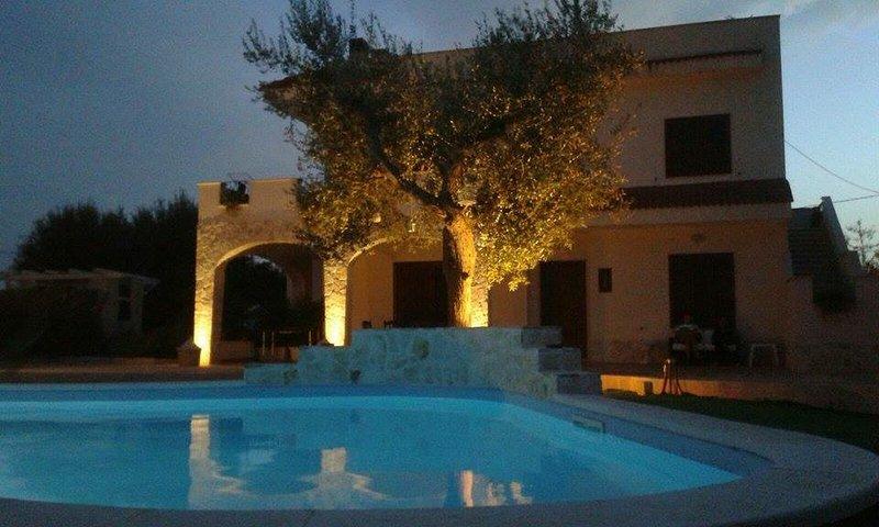 Appartamento in villa vista piscina Villa nonna Maria, holiday rental in Castellana Grotte