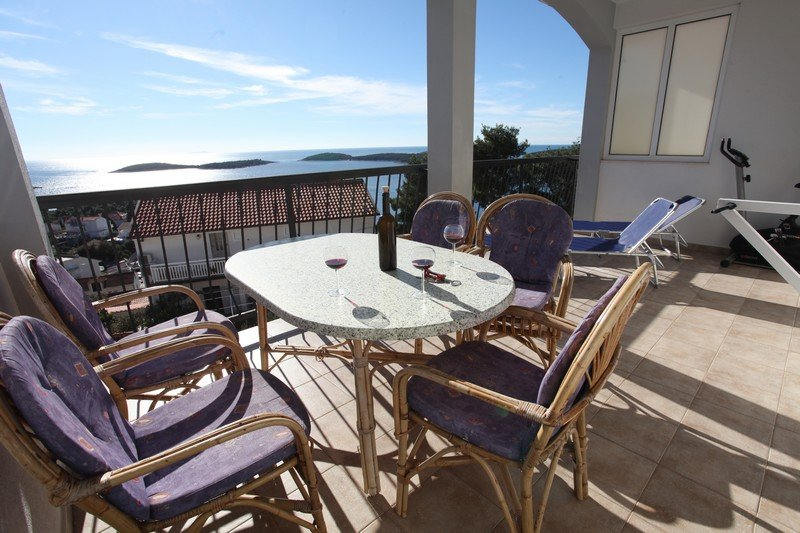 Apartment Theresa-beautiful sea view - discount July-August – semesterbostad i Hvar Island
