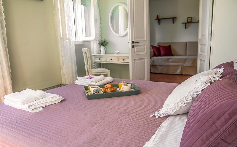 o quarto do casal roxo no primeiro andar