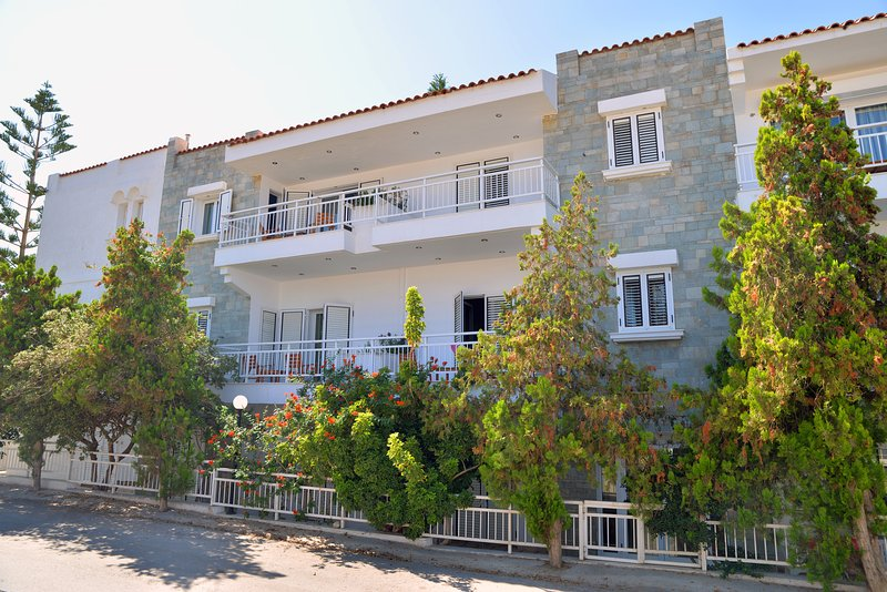 Hotel Anna Apartments, location de vacances à Vathianos Kampos
