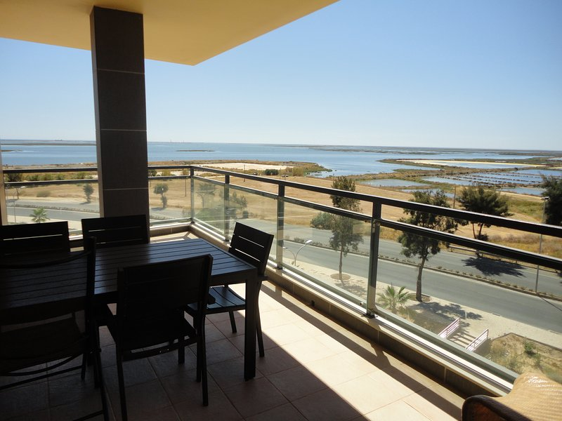 Olhao Real Marina Village 9,1º, holiday rental in Olhao