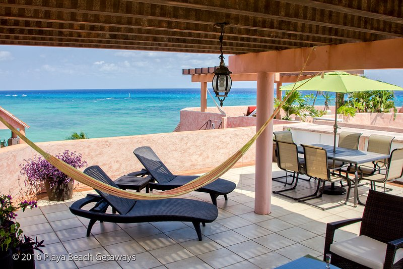 The Ideal Beach Escape / Penthouse / Infinity Pool / Steps to %th Avenue / WiFi, location de vacances à Playa del Carmen