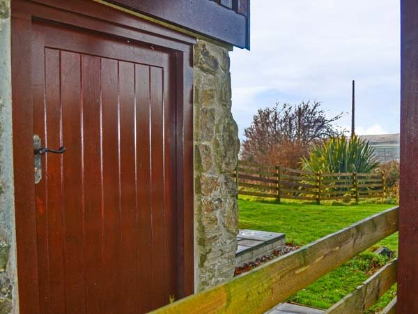 WHITETOR FARM: NESTLING, stone-built barn conversion, beautifully-appointed, vacation rental in Lamerton