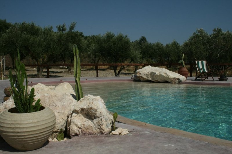 Volidiera Guesthouse 'White Rain', holiday rental in Kounopetra