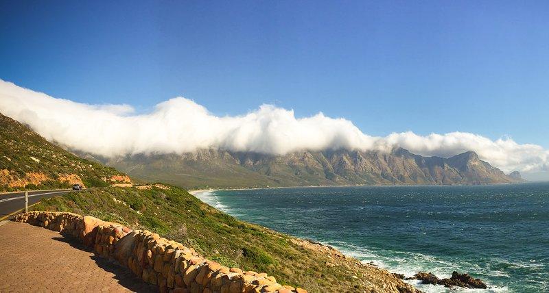 La strada per Rooi-Els. Votato il più bel strada costiera in tutto il mondo.