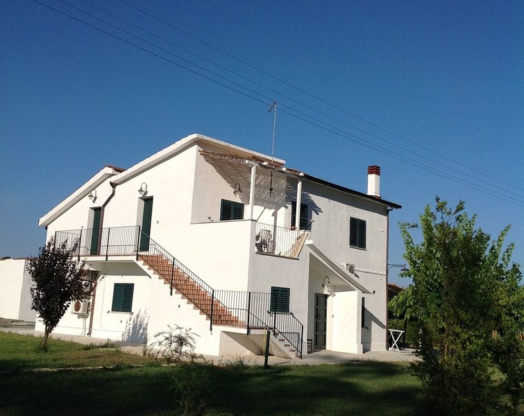 Nice apartment with terrace, holiday rental in Policoro