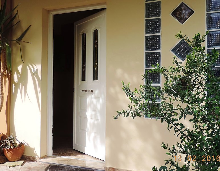 30 Day Packages forFURNISHED Maisonette 4 in Chalandri, holiday rental in Vrilissia