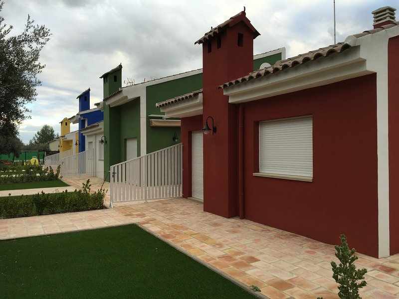 RED HOUSE IN RURAL COMPLEX WITH 4 HOUSES IN Moratalla (Murcia)