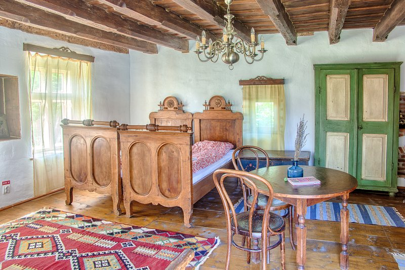 Dominic Boutique Cloasterf, Saxon Romantic & Dominic Attic, holiday rental in Odorheiu Secuiesc