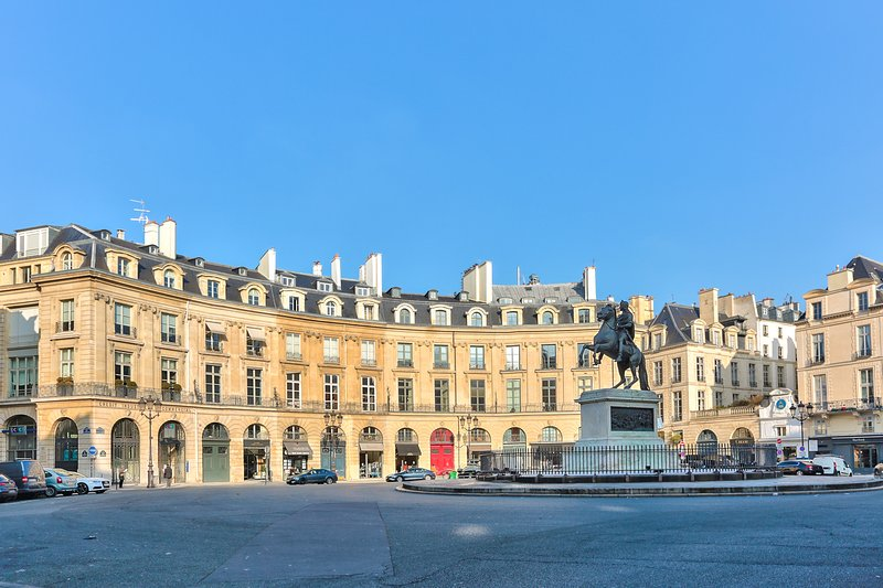 Magnificent view of the apartment on the Place des Victoires