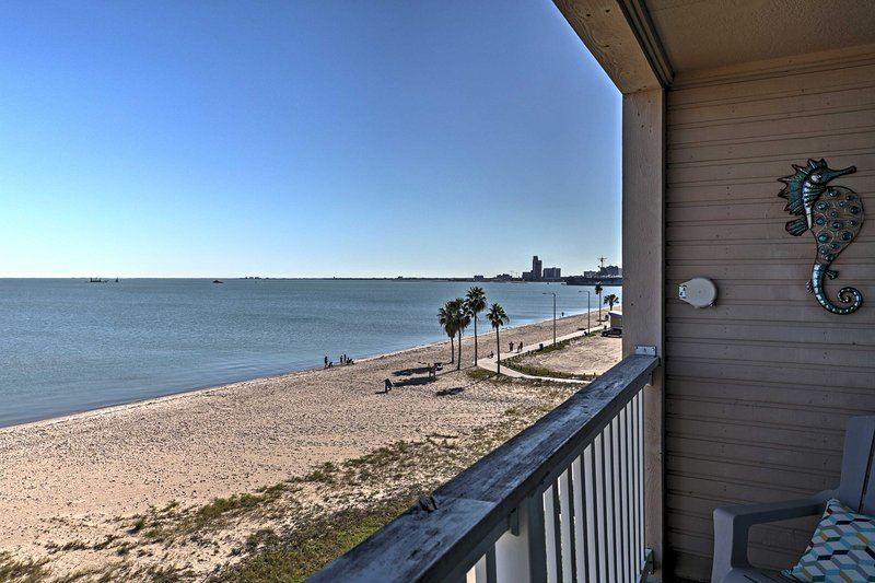 Forget about your everyday worries at this Corpus Christi vacation rental condo!