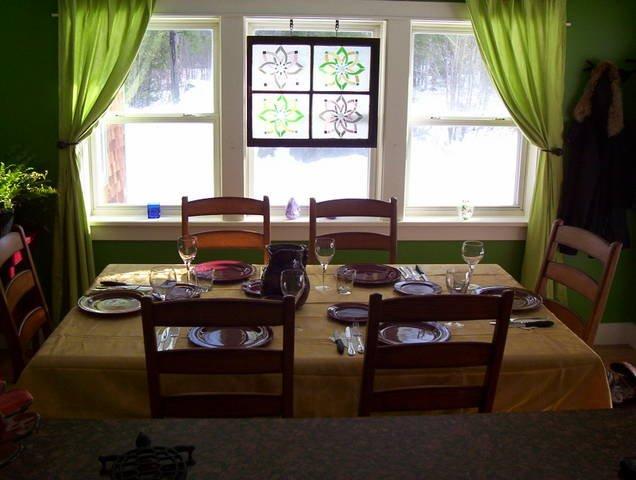 mesa de comedor con capacidad para 8.