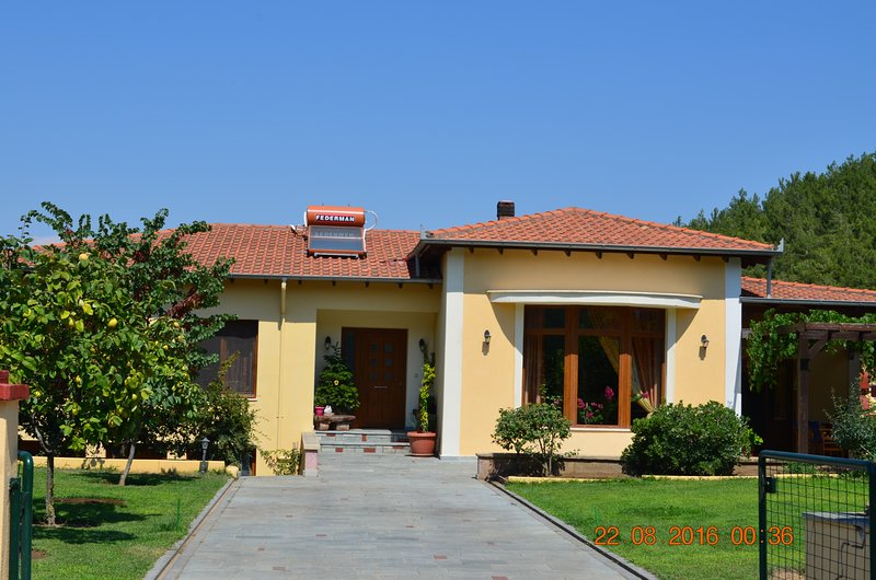 Spacious160m2 brand new beautiful villa near sea, vacation rental in Kavala
