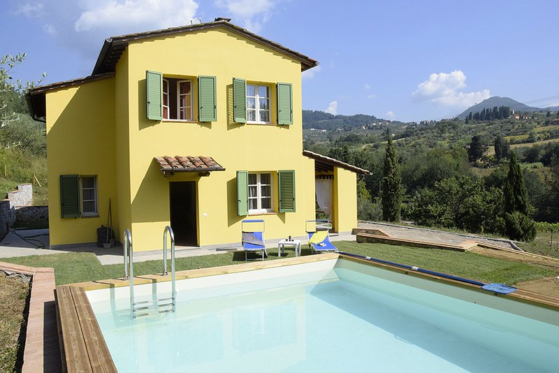 Casa Marta with private pool and panoramic views with AC, Wi-Fi and pool, alquiler de vacaciones en Capannori
