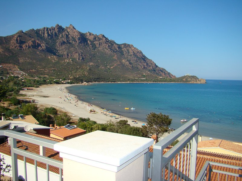 Villa panoramica a 60 metri dal mare, apt. 3, casa vacanza a Tertenia