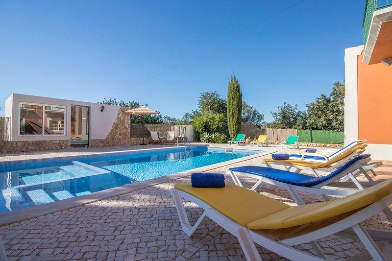 Boliqueime Villa Sleeps 14 with Pool - 5489688, location de vacances à Boliqueime