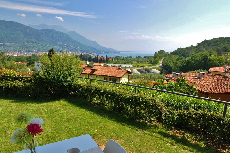 Luxury lake view apartment, vacation rental in Prevalle