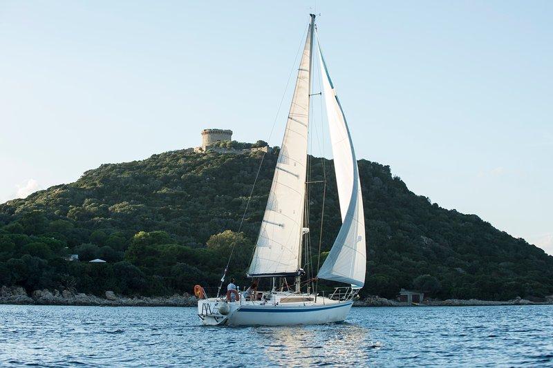 Profitez d'un voilier avec un skipper sympa pour un séjour itinérant en Corse, vacation rental in Mezzavia