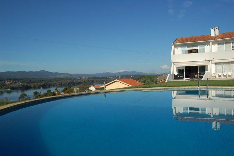 Pool & vila