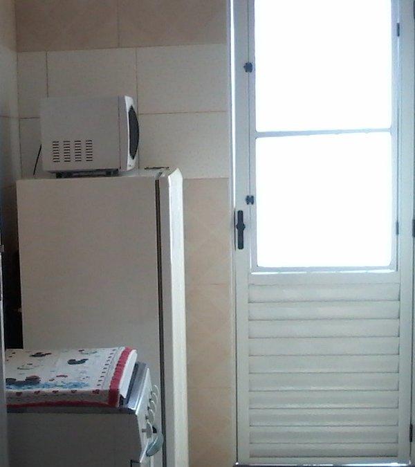 Cuisinière, réfrigérateur et micro-ondes