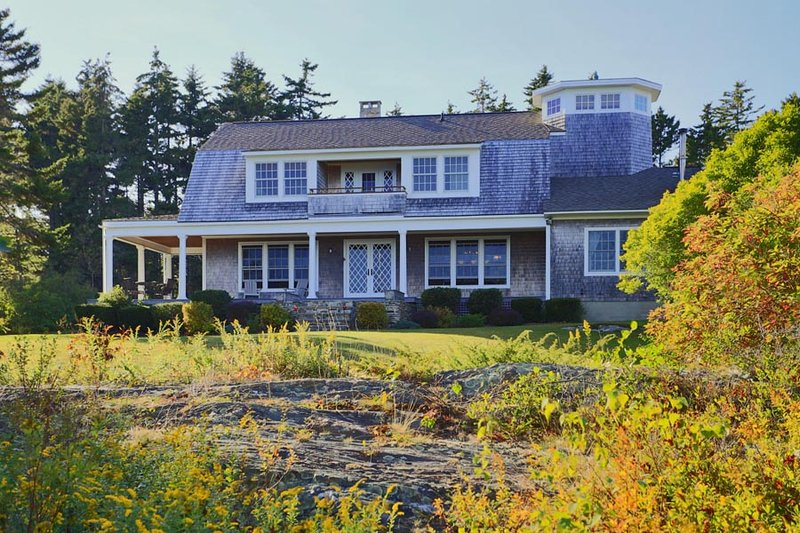 Open Ocean Estate w/ path to neighborhood beach, holiday rental in Bailey Island