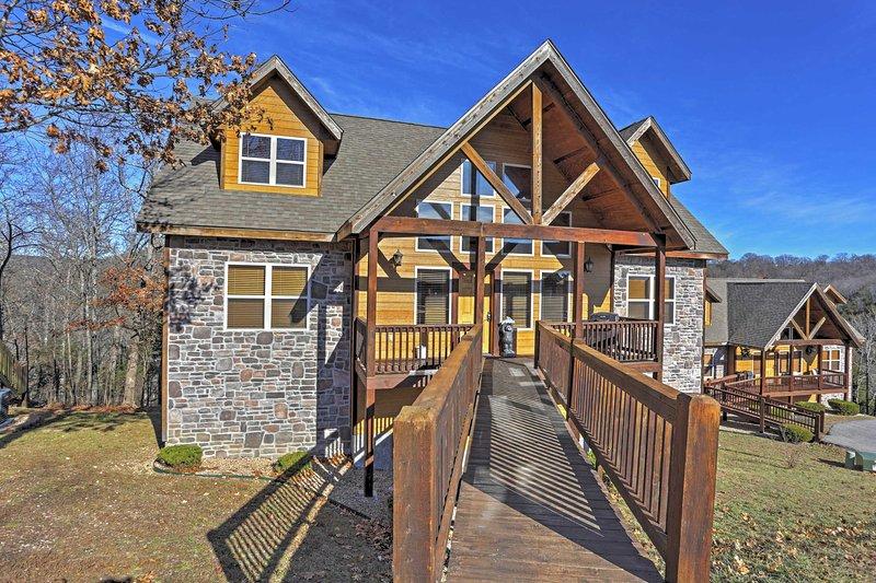 Beautiful Branson Resort Cabin w/Mountain Views!, location de vacances à Indian Point