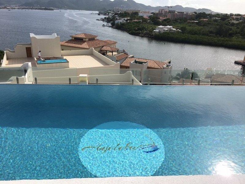 spettacolare vista mare dalla piscina di acqua salata riscaldata godere di splendidi tramonti