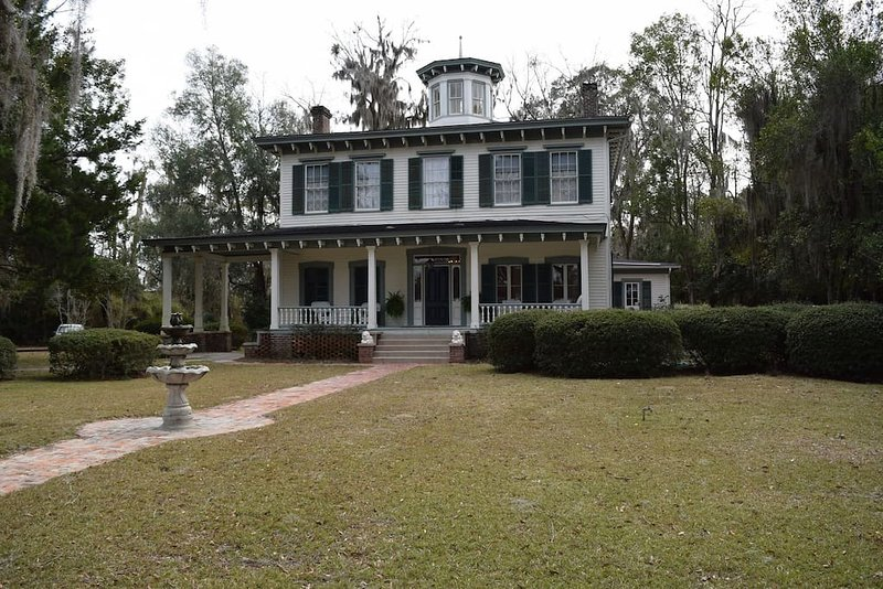 BNB Camillia Room -Near Tallahassee, holiday rental in Monticello