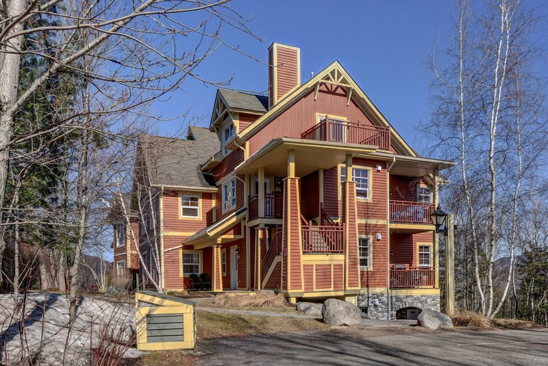 Evasion Tremblant Condo, holiday rental in Huberdeau